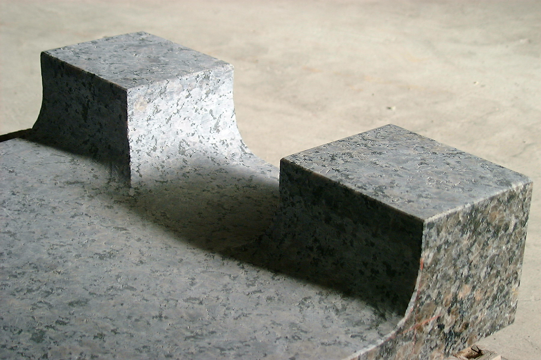 石のスピーカースタンド2