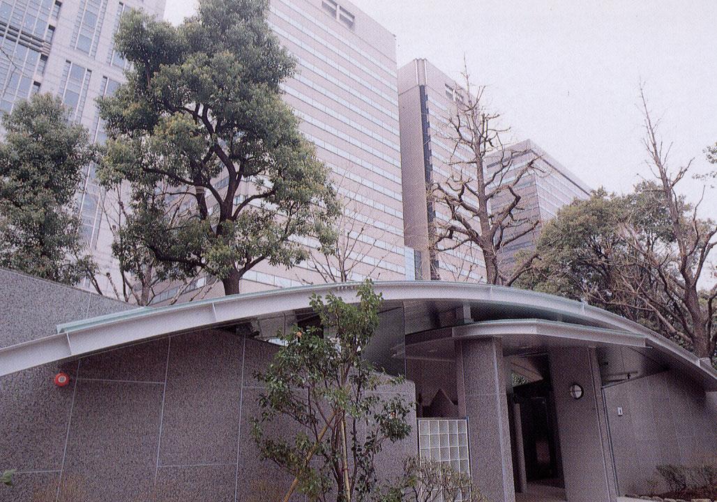 東京都/日比谷公園ストーントイレ(正面)