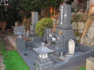 和と洋の合作墓(外柵付)